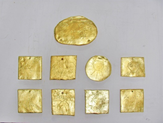 Stelios Karamanolis, The gold of the Gods, 2011,clay, gold leafs, variable dimensions